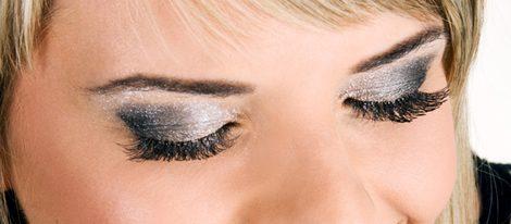 Ilumina tu mirada: maquillaje brillante para tus ojos esta Navidad