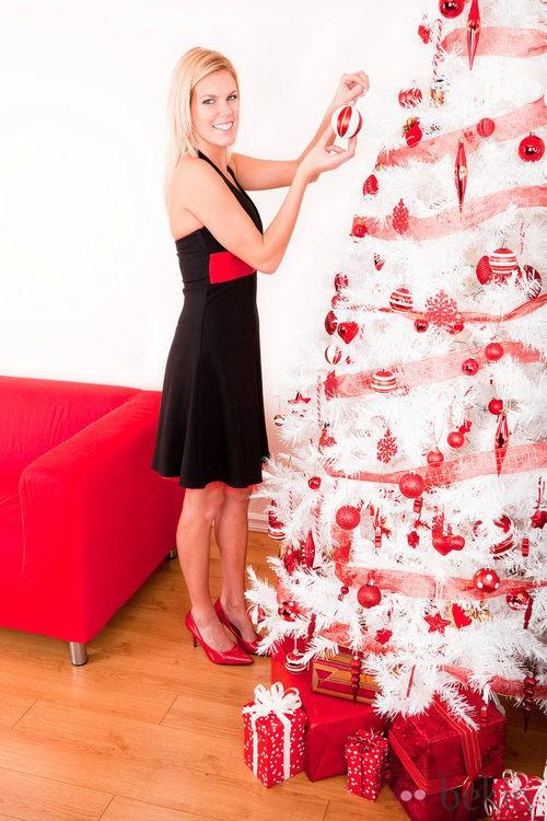 Rbol de navidad blanco con adornos rojos rboles de - Como adornar un arbol de navidad blanco ...