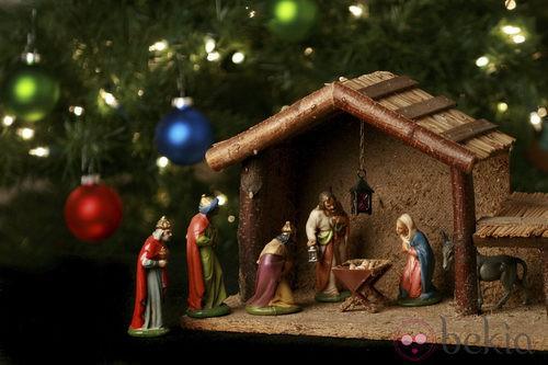 ... la primera celebración navideña en la que se montó un belén para