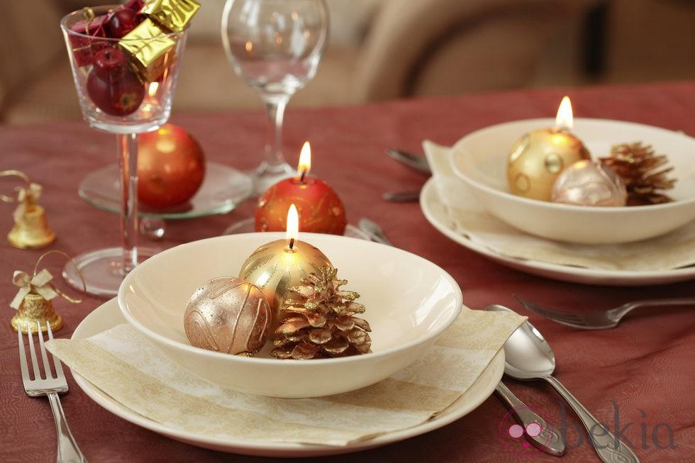 Blanco y rojo parar decorar la mesa de navidad fotos de - Decorar la mesa en navidad ...