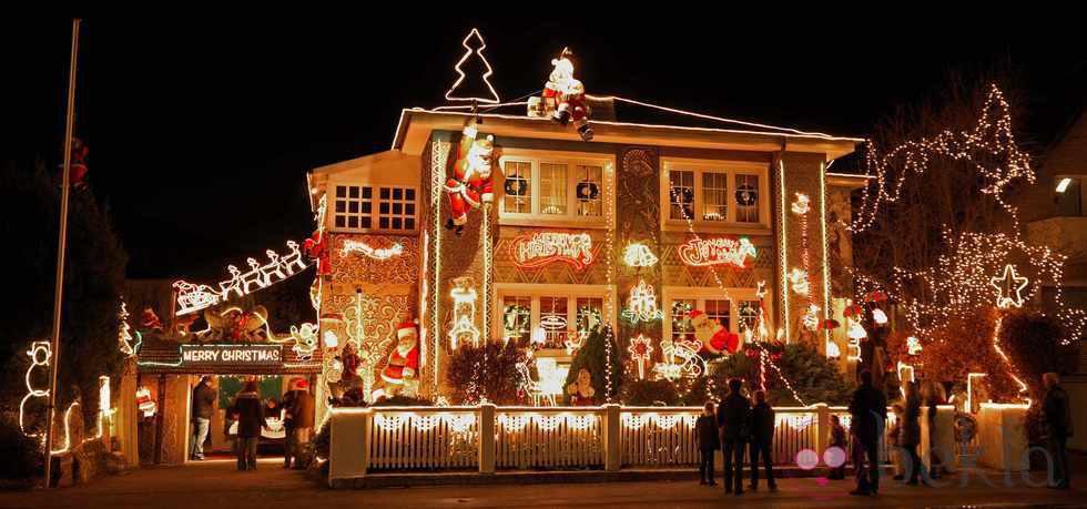 Decoraci n del exterior de una casa en navidad fotos de - Casas decoradas en navidad ...